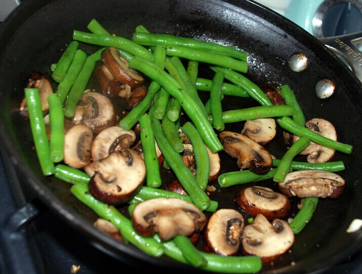 2 Mushrooms With Buttered Green Beans